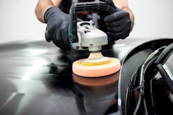 polishing-black-car